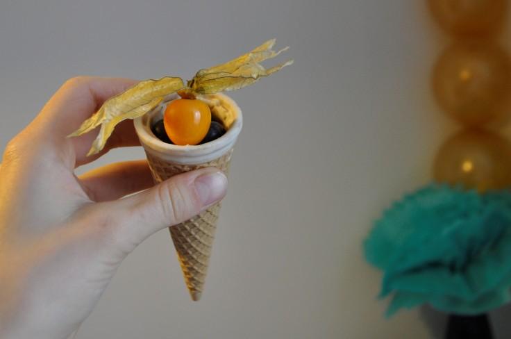 partysnack tüte mit früchten