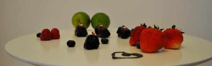Beeren Pralinen und Obst